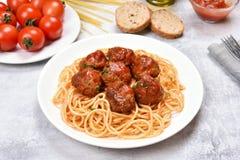 Spaghetti con la salsa e le polpette di pomodori Fotografia Stock Libera da Diritti