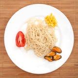 Spaghetti con le cozze ed il cereale Fotografia Stock Libera da Diritti