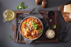 Spaghetti con le polpette e la salsa al pomodoro, pasta italiana immagine stock