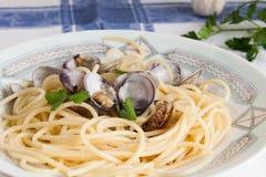 Spaghetti con le vongole immagine stock