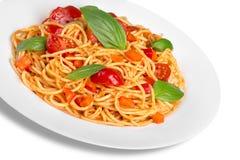 Spaghetti con salsa al pomodoro e spruzzati con Immagine Stock Libera da Diritti