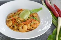 Spaghetti con Tom Yam Goong crema Fotografie Stock