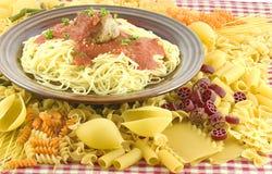 Spaghetti con una sfera di carne Fotografia Stock