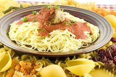 Spaghetti con una sfera di carne Fotografia Stock Libera da Diritti