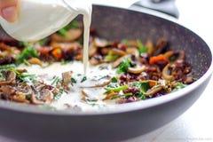 Spaghetti cremosi del fungo - pranzo/cena Immagine Stock