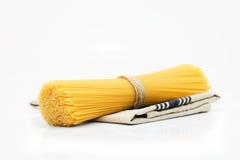 Spaghetti crudi organici Fotografie Stock Libere da Diritti