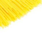 Spaghetti crudi su fondo bianco Fotografie Stock Libere da Diritti
