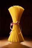 Spaghetti crus photographie stock libre de droits