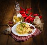 Spaghetti czosnku olej i chili pieprz Obrazy Stock