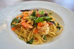 Spaghetti de crevette avec frais sec et la crevette Photo libre de droits