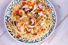 Spaghetti de fruits de mer et de tomate Vue d'en haut, tir supérieur de studio Photos libres de droits