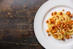Spaghetti de pâtes avec la chanterelle Photo libre de droits