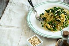 Spaghetti del pisello e degli spinaci Immagini Stock Libere da Diritti
