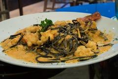 Spaghetti dell'inchiostro del calamaro con gamberetto Immagini Stock Libere da Diritti