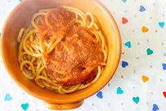 Spaghetti della chitarra con la salsa della seppia Immagini Stock Libere da Diritti