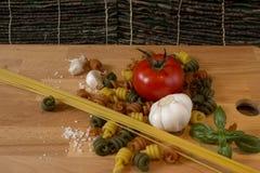 Spaghetti e pasta rustici Immagini Stock Libere da Diritti