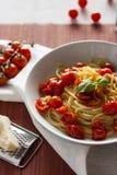 Spaghetti e pomodori ciliegia Fotografia Stock Libera da Diritti