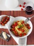 Spaghetti e pomodori ciliegia Immagine Stock