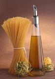 Spaghetti ed olio di oliva fotografia stock libera da diritti