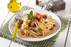 Spaghetti with eggplant and peppers Royalty Free Stock Photos