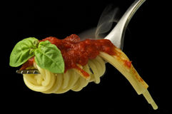 Spaghetti en gerookte saus Stock Afbeeldingen