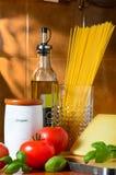 Spaghetti en het tomaten nog-leven stock afbeeldingen