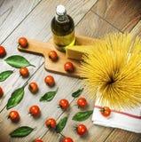 Spaghetti en tomaten Stock Afbeelding