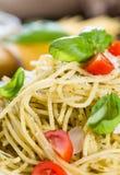 Spaghetti fatti freschi (con il pesto) Fotografia Stock