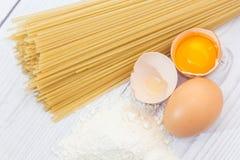 Spaghetti flour and eggs Royalty Free Stock Photos