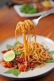 Spaghetti freschi sulla forcella Immagine Stock