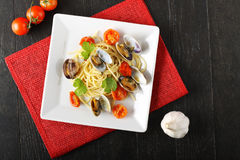 Spaghetti with fresh clams and tomato. On complex background Stock Images