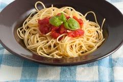 Spaghetti with fresh tomato and basil Royalty Free Stock Photos