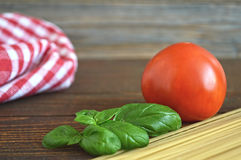 Spaghetti, fresh tomato and basil leaves Stock Photography