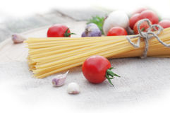 Spaghetti with fresh tomatoes Royalty Free Stock Images