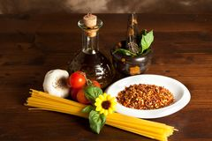 Spaghetti with garlic and oil chilli sauce Royalty Free Stock Photos