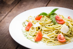 Spaghetti with green pesto Royalty Free Stock Images