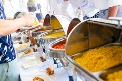 Spaghetti i makaron w bufet linii zdjęcia stock