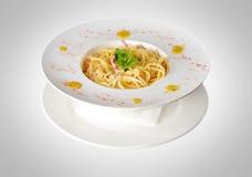 Spaghetti isolati su bianco fotografia stock