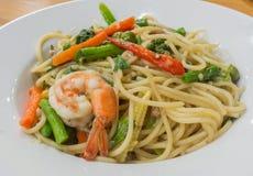 Spaghetti kumberlandu chmielna garnela, krewetkowa ostrość Obrazy Royalty Free