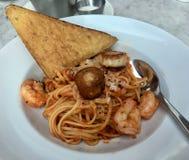 Spaghetti met garnalen en kammossel royalty-vrije stock afbeelding
