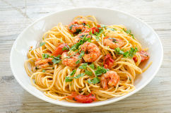 Spaghetti met garnalen en peterselie Stock Fotografie