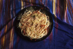 Spaghetti met kaas, paprika en droge tomaten Royalty-vrije Stock Afbeelding