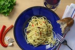 Spaghetti met knoflook, olie en peper Stock Afbeeldingen