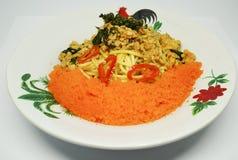 Spaghetti met kruidige basilicumkip Royalty-vrije Stock Afbeelding
