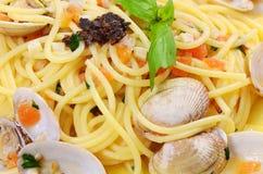 Spaghetti met mosselen in kommen Royalty-vrije Stock Foto's