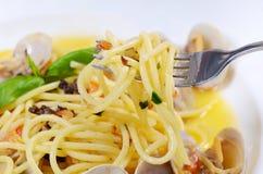Spaghetti met mosselen in kommen Royalty-vrije Stock Afbeeldingen