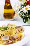 Spaghetti met mosselen in kommen Royalty-vrije Stock Fotografie