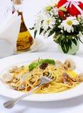 Spaghetti met mosselen in kommen Stock Foto