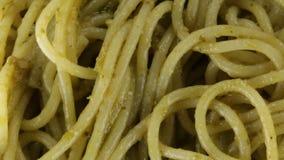 Spaghetti met Pesto stock videobeelden
