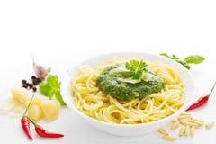 Spaghetti met pesto Royalty-vrije Stock Afbeeldingen